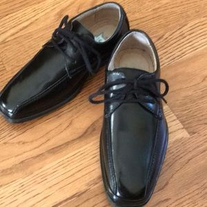 Boys Florsheim black dress shoes